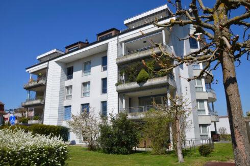 Verkauft: 4.5 - Zi. Wohnung in Bergackerweg 12, 4802 Strengelbach: Sonnige Gartenwohnung mitten im Dorfzentrum