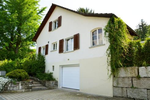 Verkauft: 3.5 - Zi. Einfamilienhaus in 4663 Aarburg: Liebevoll ausgebautes Einfamilienhaus mit Blick auf den Born