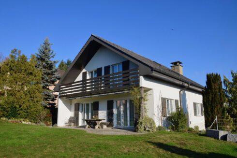 Verkauft: 6.5 - Zi. Einfamilienhaus in 5745 Safenwil: Geniessen Sie sonnige Weitblicke – Tag für Tag!