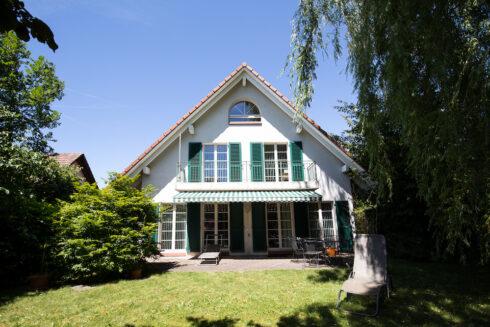 Verkauft: 7.5 - Zi. Einfamilienhaus in 4663 Aarburg: Traumhaus mit Einliegerwohnung