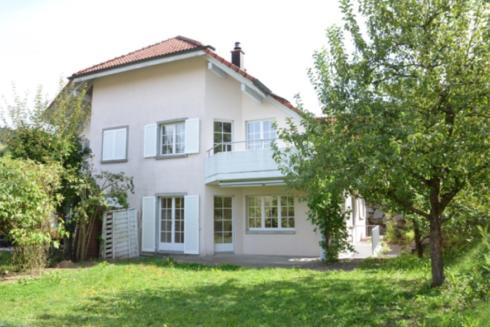 Verkauft: 5.5 Zimmer Doppel-Einfamilienhaus in 4800 Zofingen: Wohnerlebnis mit viel Privatsphäre!