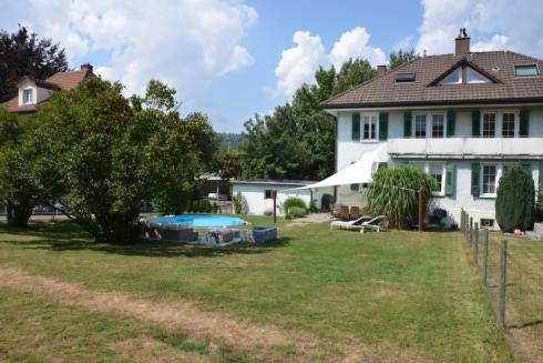 Verkauft: 5.5 Zimmer Doppel-Einfamilienhaus in 5745 Safenwil : Charmantes Doppeleinfamilienhaus mit traumhaften Garten!