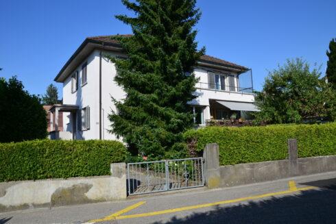 Verkauft: 8 - Zi. Zweifamilienhaus in 4665 Oftringen: Zweifamilienhaus mit grosszügigem Umschwung