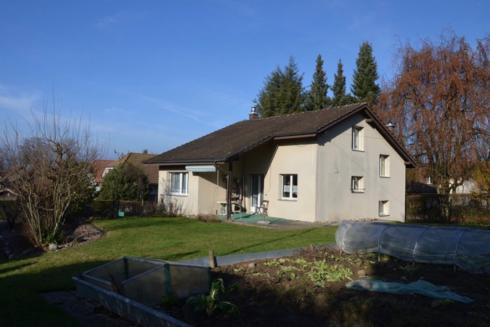 Verkauft: 6.5 - Zi. Einfamilienhaus in 4853 Murgenthal: Einfamilienhaus mit Baulandparzelle
