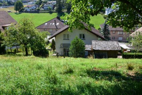 Verkauft: Baulandparzelle in 4812 Mühlethal: Grosszügiges Grundstück an sonniger Lage