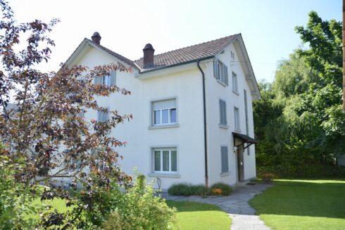 Verkauft: 3 - Familienhaus in 4663 Aarburg: Freistehendes 3-Familienhaus mit drei Garagen mit Abstellplätzen