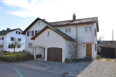 Verkauft: 10 - Zi. Einfamilienhaus in 4665 Oftringen: Einfamilienhaus mit Einliegerwohnung nahe Zofingen