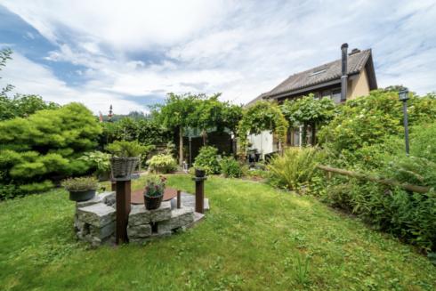 Verkauft: 5.5 - Zi. Doppeleinfamilienhaus in 4800 Zofingen: Vielseitige Liegenschaft mit Ausbaupotenzial