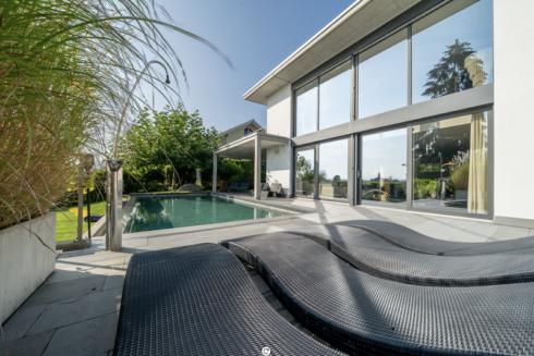 Verkauft: 7.5 Zimmer - Villa mit Galerie in 4665 Oftringen: Exklusive Villa an sonniger Hanglage mit Sicht in Jura und Alpen