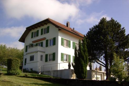 Verkauft: 3 Familienhaus in 4805 Brittnau: Traumhaftes 3-Familienhaus mitten in der Natur