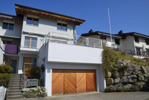 Verkauft: 4.5 - Zi. Doppeleinfamilienhaus in 4814 Bottenwil: Ein wahrer Sonnenblick - hier wird Idylle und Ruhe vereint