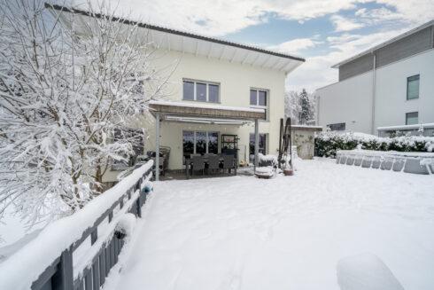Verkauft: 6.5 - Zi. Einfamilienhaus in 4915 St. Urban: Paradies am Waldrand