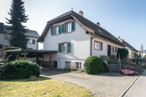 Verkauft: 5.5 - Zi. Doppeleinfamilienhaus in 4800 Zofingen: Zentral und doch idyllisch wohnen in Zofingen