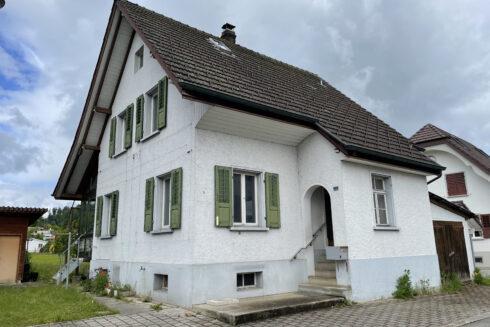 Verkauft: 5 Zimmer Einfamilienhaus in 4805 Brittnau: Wohnperle in Brittnau wartet auf Auffrischung!